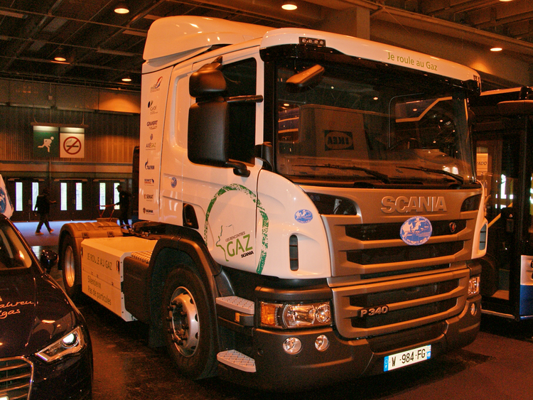 < CNG Scania tractor