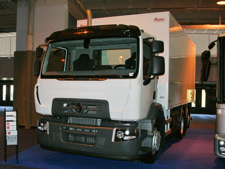 <CNG Renault D-Wide truck